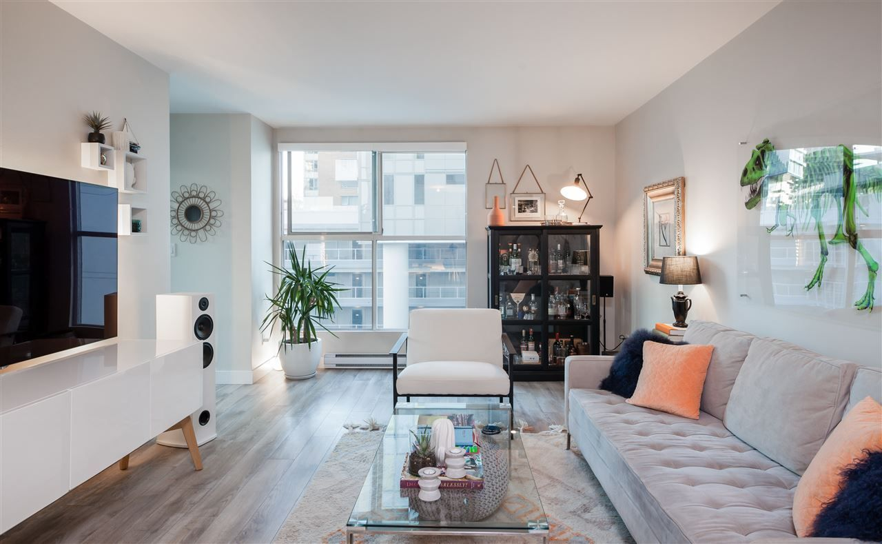 """Main Photo: 607 1323 HOMER Street in Vancouver: Yaletown Condo for sale in """"Pacific Pointe II"""" (Vancouver West)  : MLS®# R2218222"""