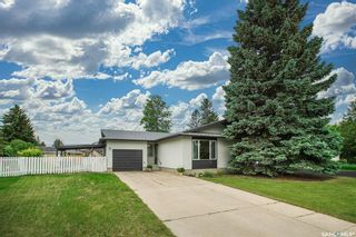 Photo 2: 61 Athabasca Crescent in Saskatoon: River Heights SA Residential for sale : MLS®# SK859293