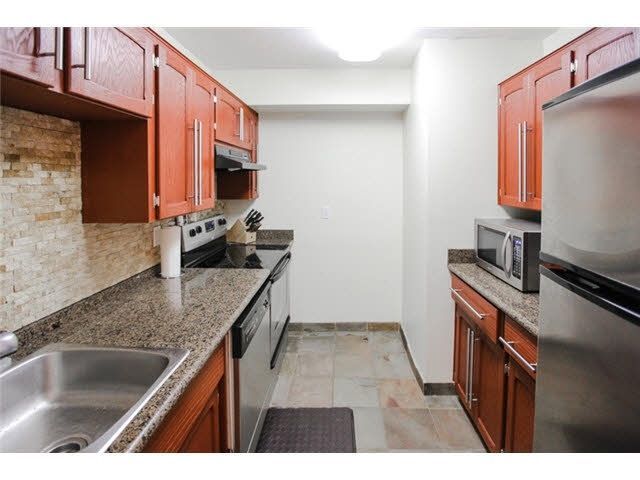 "Main Photo: 108 1354 WINTER Street: White Rock Condo for sale in ""Winter Estates"" (South Surrey White Rock)  : MLS®# R2052521"