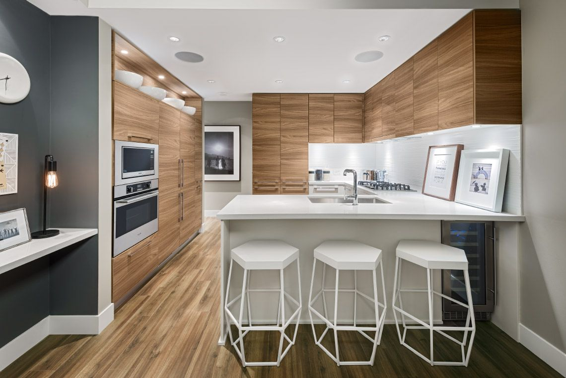 Photo 5: Photos: 1900 7388 Kingsway in Burnaby: Edmonds BE Condo for sale (Burnaby East)