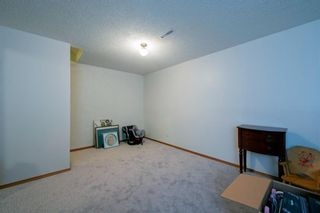 Photo 39: 332 Queenston Heights SE in Calgary: Queensland Row/Townhouse for sale : MLS®# A1114442