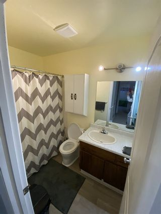Photo 3: 1672 LAKEWOOD Road S in Edmonton: Zone 29 Townhouse for sale : MLS®# E4235515