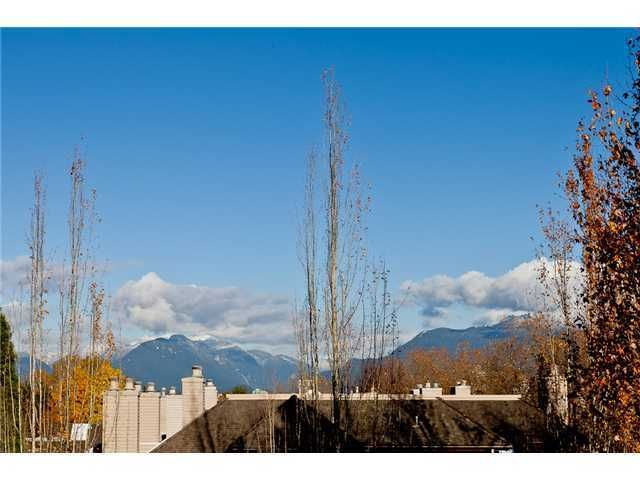 """Main Photo: 305 3970 LINWOOD Street in Burnaby: Burnaby Hospital Condo for sale in """"CASCADE VILLAGE"""" (Burnaby South)  : MLS®# V952194"""