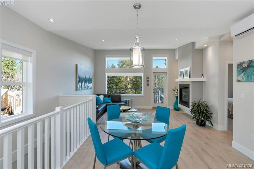 Main Photo: 2112 Echo Valley Crt in VICTORIA: La Bear Mountain House for sale (Langford)  : MLS®# 835013