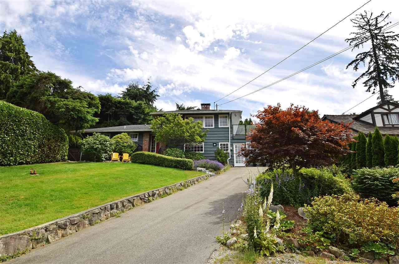 Main Photo: 1910 27TH STREET in West Vancouver: Queens House for sale : MLS®# R2077430