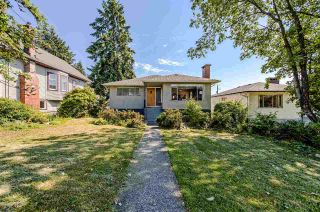 Photo 1: 453 E 11TH Street in North Vancouver: Central Lonsdale House for sale : MLS®# R2283438