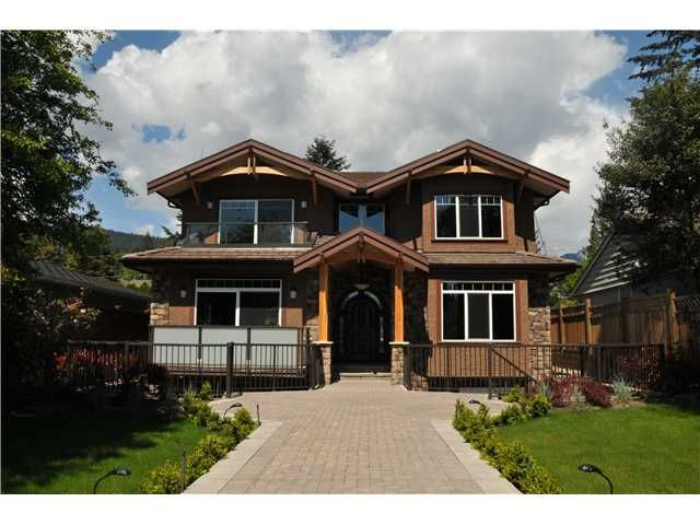 Main Photo: 1043 KINGS Avenue in West Vancouver: Ambleside House for sale : MLS®# V827701