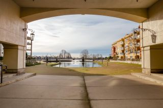 """Photo 5: 518 10 RENAISSANCE Square in New Westminster: Quay Condo for sale in """"MURANO LOFTS"""" : MLS®# R2514767"""