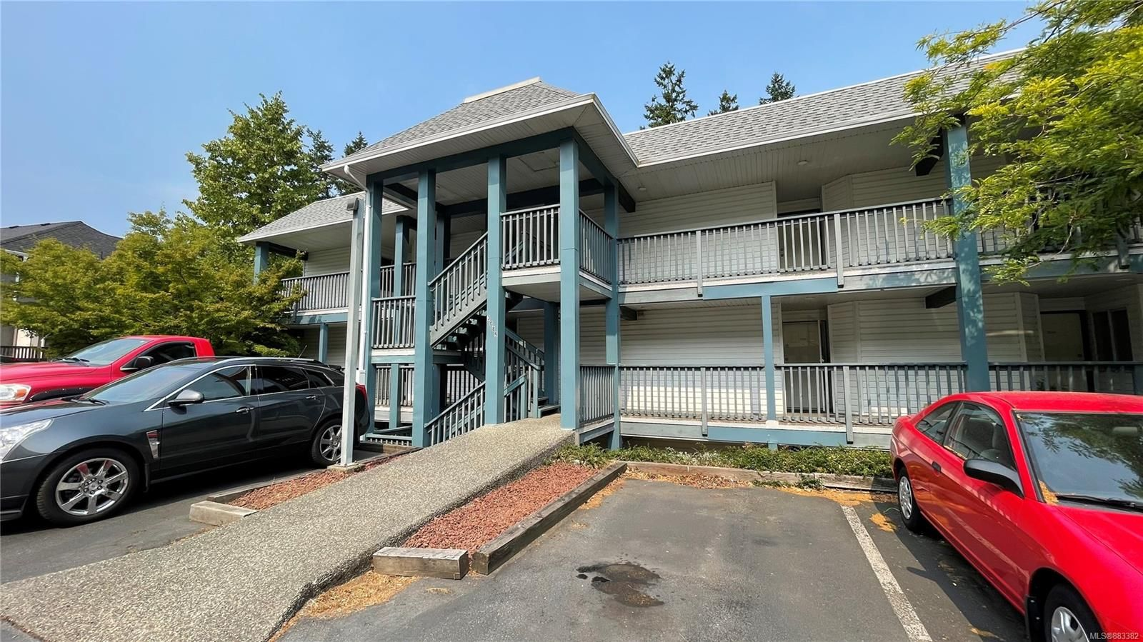 Main Photo: 203 3089 Barons Rd in : Na Uplands Condo for sale (Nanaimo)  : MLS®# 883382