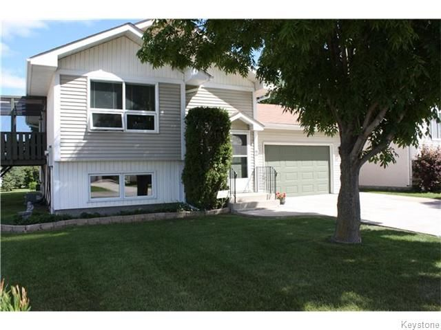 Main Photo: 2 Meadowood Place in Steinbach: Manitoba Other Residential for sale : MLS®# 1620412