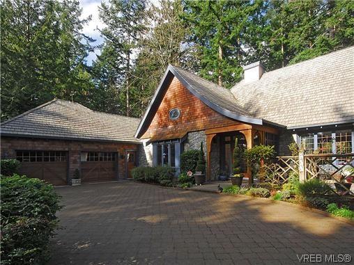 Main Photo: 900 Matticks Wood Lane in VICTORIA: SE Cordova Bay House for sale (Saanich East)  : MLS®# 599463