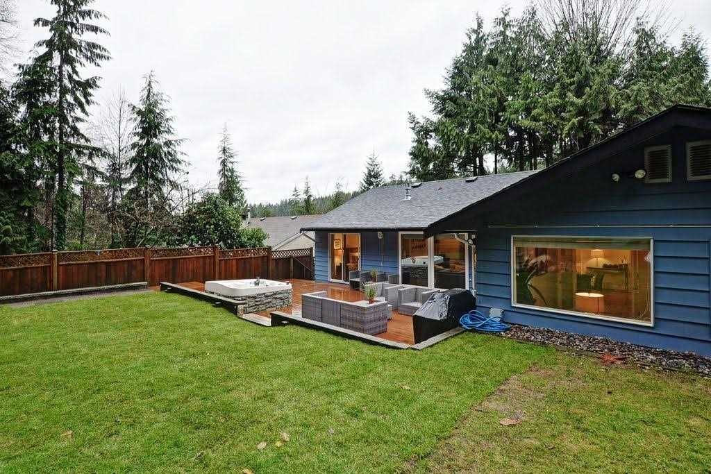 """Photo 15: Photos: 2354 TREETOP Lane in North Vancouver: Seymour NV House for sale in """"SEYMOUR"""" : MLS®# R2019971"""