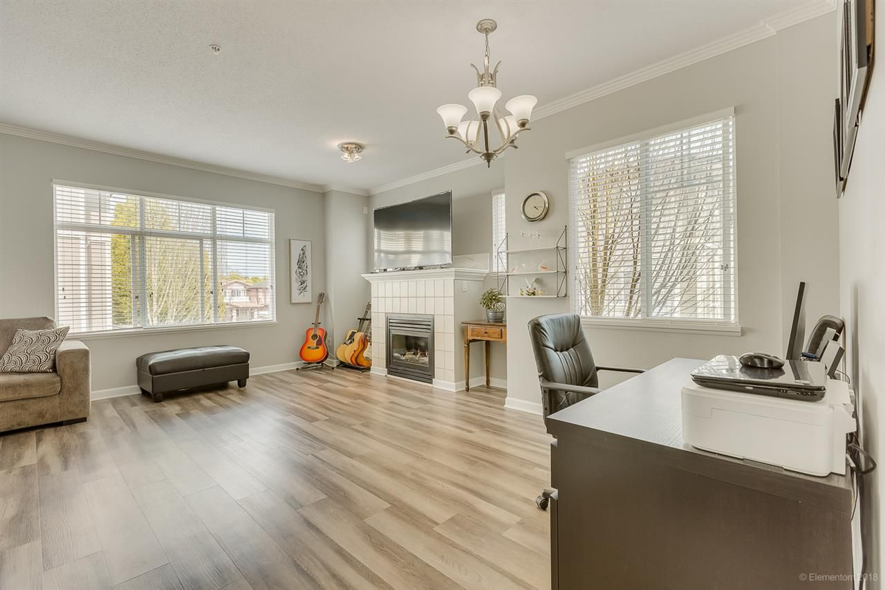 """Photo 2: Photos: 50 1010 EWEN Avenue in New Westminster: Queensborough Townhouse for sale in """"Windsor Mews"""" : MLS®# R2468809"""
