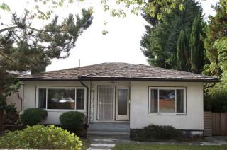 Photo 1: 2666 E 6TH Avenue in Vancouver: Renfrew VE House for sale (Vancouver East)  : MLS®# R2510192