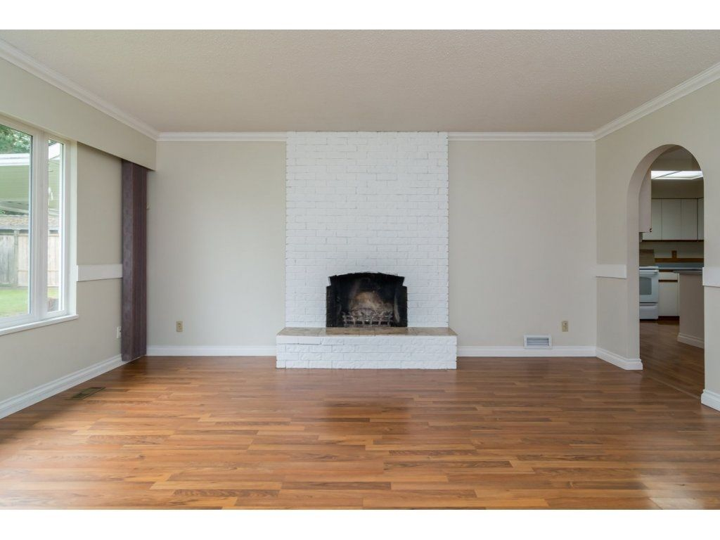 Photo 5: Photos: 9058 WRIGHT Street in Langley: Fort Langley House for sale : MLS®# R2104173