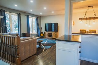 Photo 3: 22 ERICA Crescent in London: South X Residential for sale (South)  : MLS®# 40176021