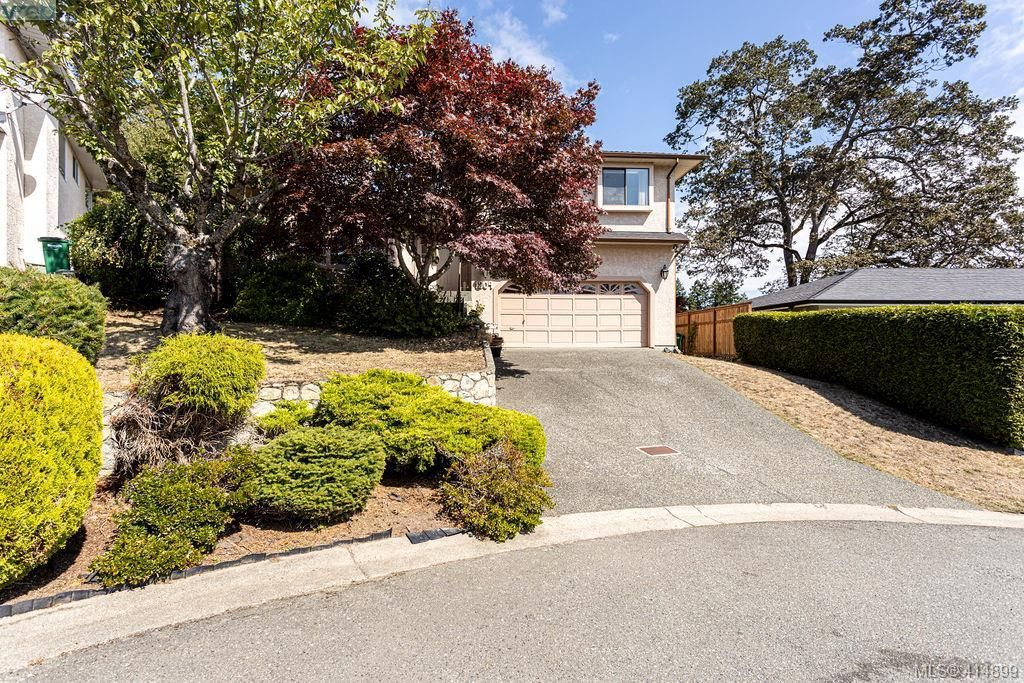 Main Photo: 1204 Politano Pl in VICTORIA: SW Strawberry Vale House for sale (Saanich West)  : MLS®# 822963