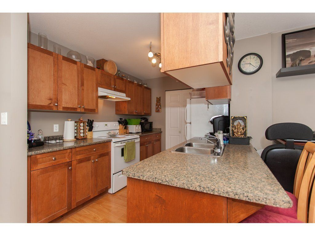 """Photo 5: Photos: 412 33960 OLD YALE Road in Abbotsford: Central Abbotsford Condo for sale in """"Old Yale Heights"""" : MLS®# R2241666"""