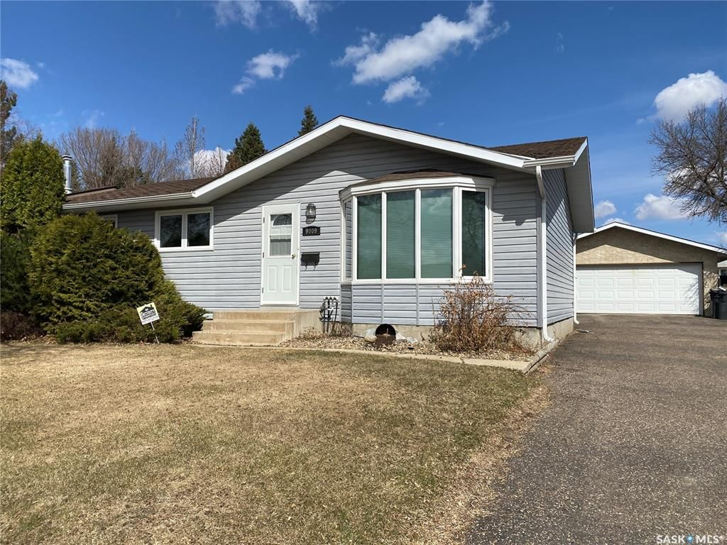 Main Photo: 9009 Deans Crescent in North Battleford: McIntosh Park Residential for sale : MLS®# SK851949