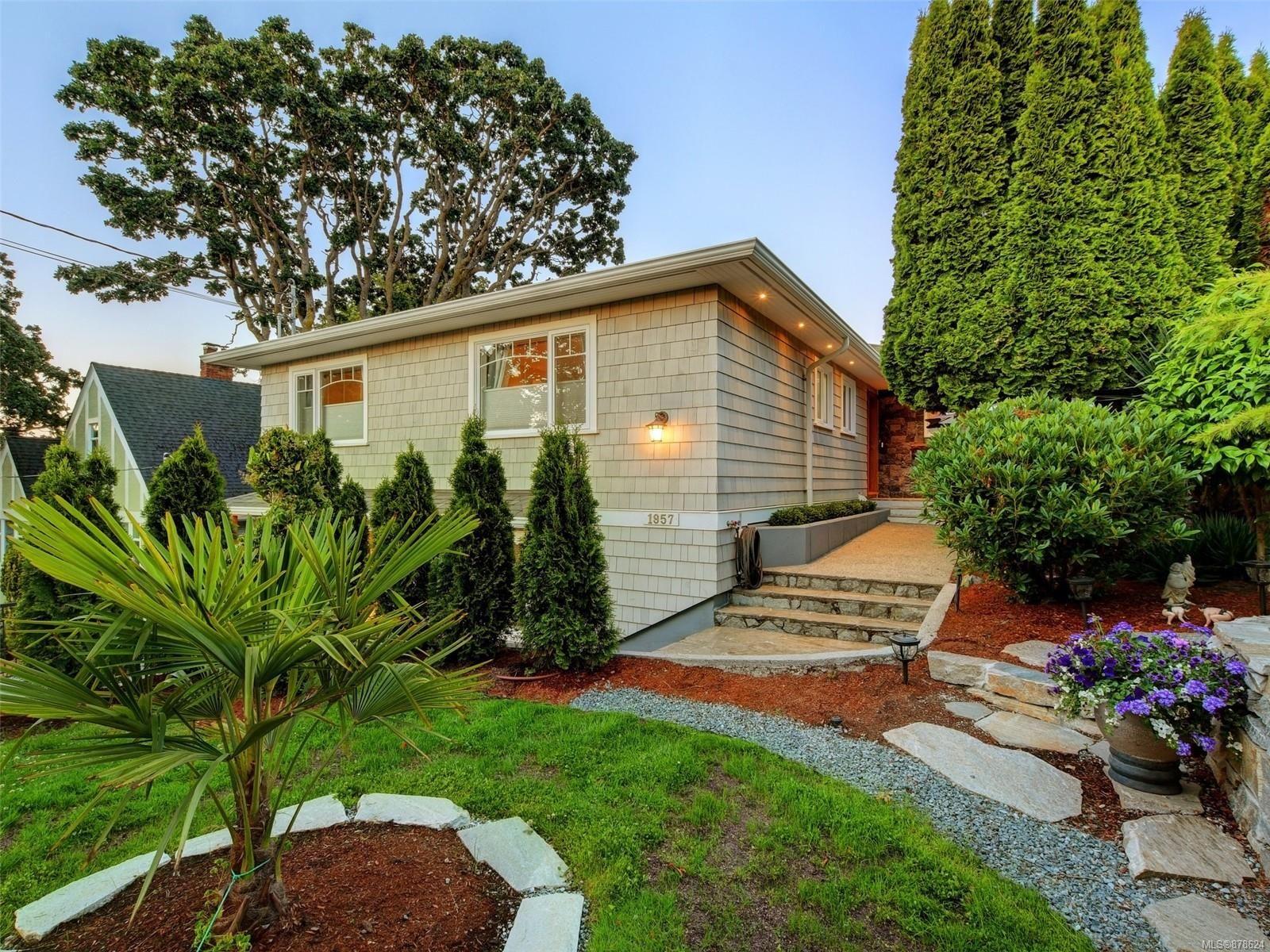 Main Photo: 1957 Hampshire Rd in : OB North Oak Bay House for sale (Oak Bay)  : MLS®# 878624