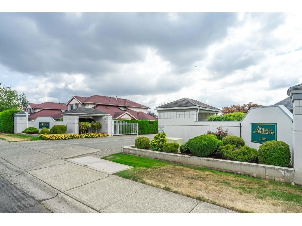 """Main Photo: 115 31406 UPPER MACLURE Road in Abbotsford: Abbotsford West Townhouse for sale in """"Ellwood Estates"""" : MLS®# R2610361"""