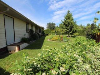 Photo 2: 944 Brooks Pl in COURTENAY: CV Courtenay East House for sale (Comox Valley)  : MLS®# 730969