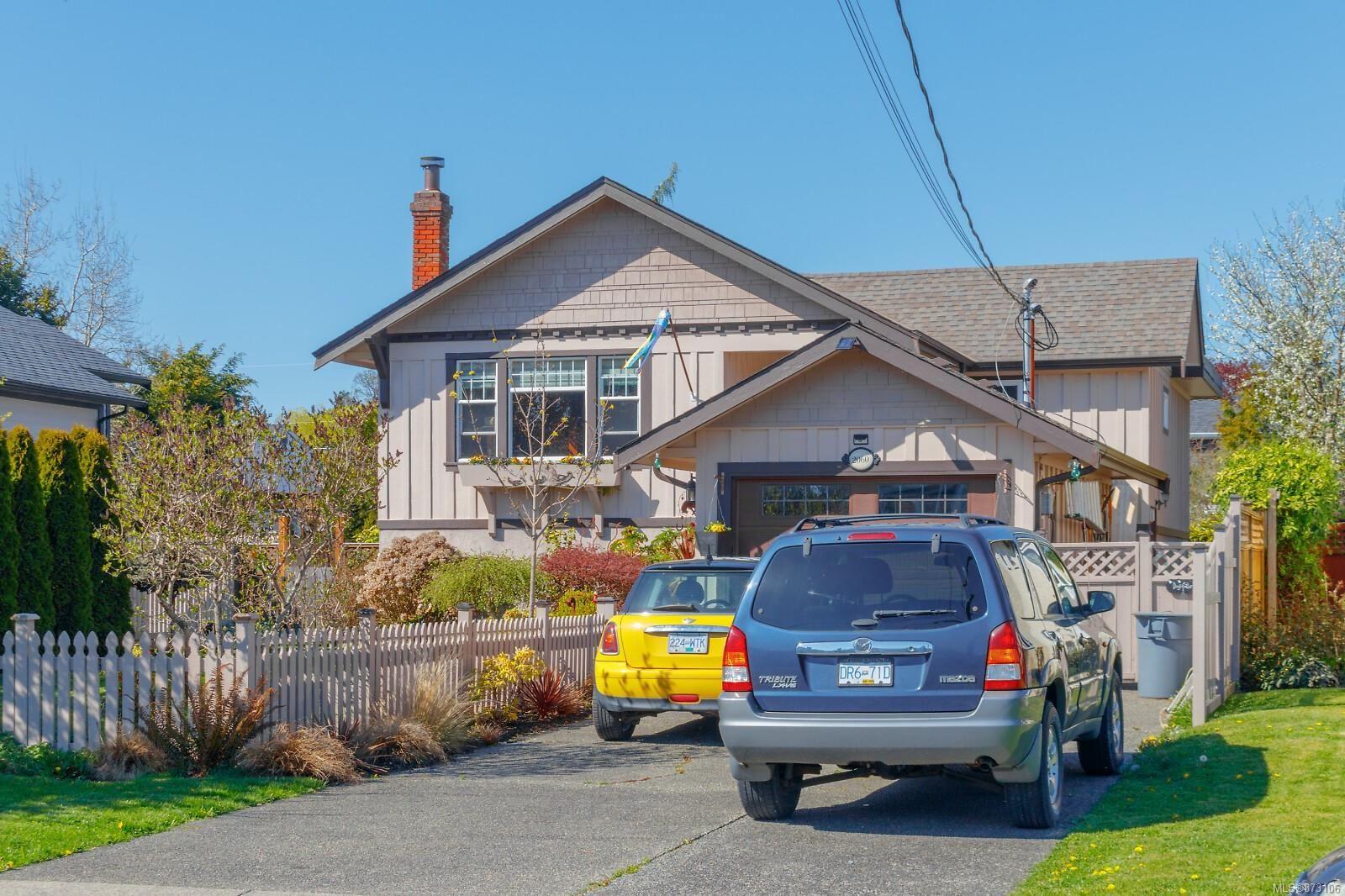 Main Photo: 2060 Townley St in : OB Henderson House for sale (Oak Bay)  : MLS®# 873106