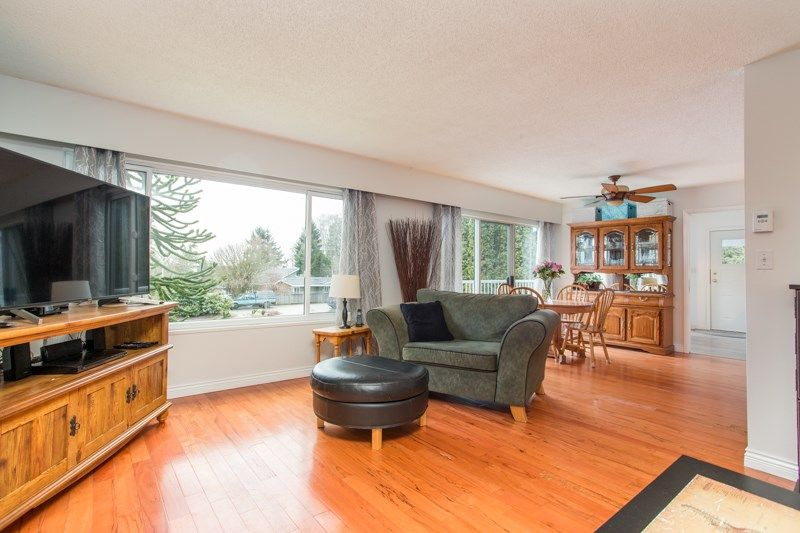 Photo 3: Photos: 1559 134A Street in Surrey: Crescent Bch Ocean Pk. House for sale (South Surrey White Rock)  : MLS®# R2538712