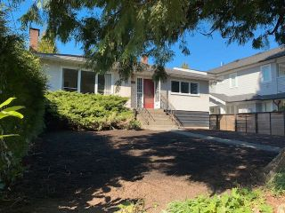 Main Photo: 744 E 17TH Street in North Vancouver: Boulevard House for sale : MLS®# R2565901