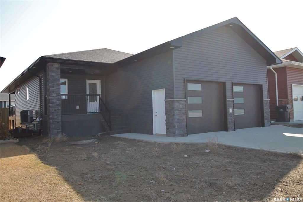 Main Photo: 420 Ridgedale Street in Swift Current: Sask Valley Residential for sale : MLS®# SK833837