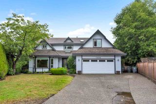 "Photo 2: 7494 150A Street in Surrey: East Newton House for sale in ""CHIMNEY HILL"" : MLS®# R2403775"
