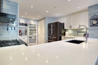 """Photo 10: 105 1383 MARINASIDE Crescent in Vancouver: Yaletown Townhouse for sale in """"COLUMBUS"""" (Vancouver West)  : MLS®# R2478306"""