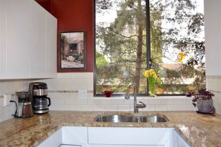 """Photo 8: 302 1685 W 14TH Avenue in Vancouver: Fairview VW Condo for sale in """"TOWN VILLA"""" (Vancouver West)  : MLS®# R2359239"""