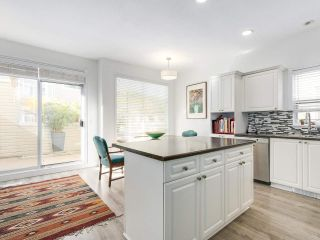 """Photo 7: 1165 VIDAL STREET: White Rock Townhouse for sale in """"Montecito by the Sea"""" (South Surrey White Rock)  : MLS®# R2204534"""