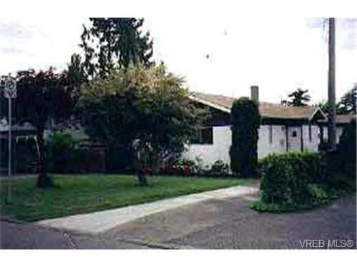 Main Photo: 480 Foster St in VICTORIA: Es Saxe Point Half Duplex for sale (Esquimalt)  : MLS®# 304484