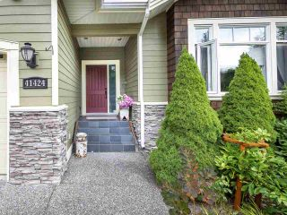 """Photo 3: 41424 DRYDEN Road in Squamish: Brackendale House for sale in """"BRACKEN ARMS"""" : MLS®# R2561228"""