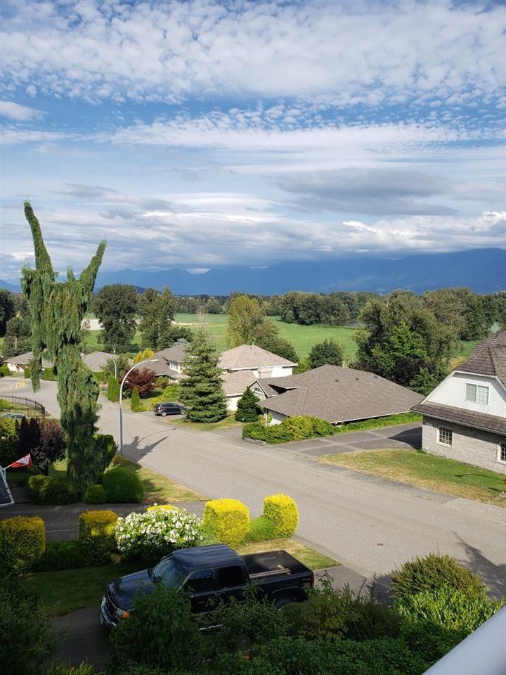 "Photo 2: Photos: 8639 SUNBURST Place in Chilliwack: Chilliwack Mountain House for sale in ""CHILLIWACK MOUNTAIN"" : MLS®# R2481022"
