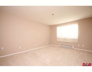 """Photo 6: 109 5955 177B Street in Surrey: Cloverdale BC Condo for sale in """"Windsor Place"""" (Cloverdale)  : MLS®# F2916723"""
