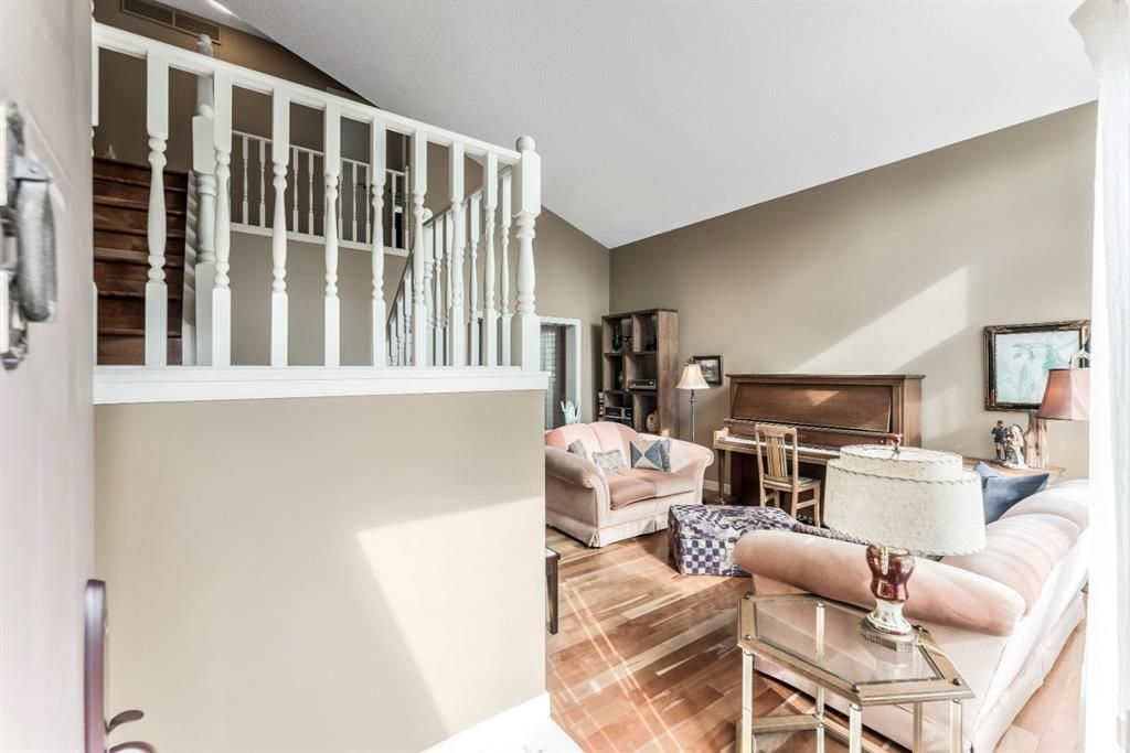 Photo 5: Photos: 84 WOODBROOK Close SW in Calgary: Woodbine Detached for sale : MLS®# A1037845