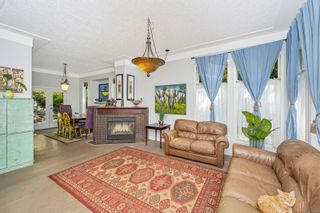 Photo 2: 2258 Trudie Terr in Langford: La Thetis Heights House for sale : MLS®# 884383
