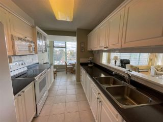 """Photo 14: 303 15466 NORTH BLUFF Road: White Rock Condo for sale in """"THE SUMMIT"""" (South Surrey White Rock)  : MLS®# R2557297"""