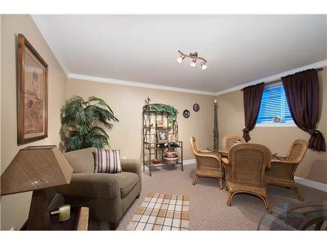 Photo 3: Photos: Lower level 2 bed 2648 Bendale Place in North Vancouver: Blueridge House for rent