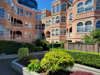 """Photo 3: 103 1040 W 8TH Avenue in Vancouver: Fairview VW Condo for sale in """"THE MAXIMILLION"""" (Vancouver West)  : MLS®# R2589202"""