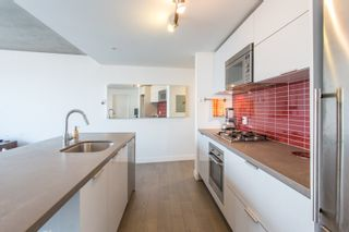 """Photo 4: 1203 108 W CORDOVA Street in Vancouver: Downtown VW Condo for sale in """"Woodwards W32"""" (Vancouver West)  : MLS®# R2322561"""