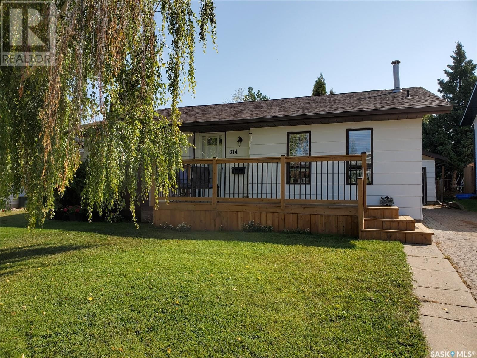 Main Photo: 814 Carr PL in Prince Albert: House for sale : MLS®# SK868027