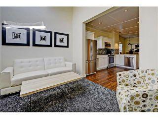 Photo 10: 309 28 AV NE in Calgary: Tuxedo Park House for sale : MLS®# C4066138
