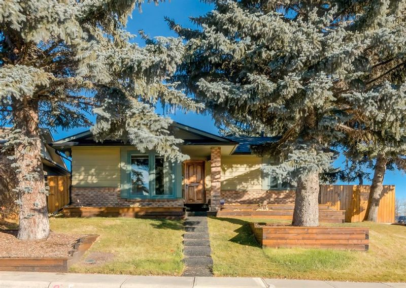 FEATURED LISTING: 52 Sunmount Crescent Southeast Calgary