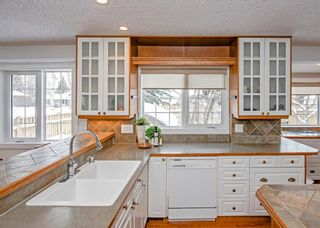 Photo 12: 704 Willingdon Boulevard SE in Calgary: Willow Park Detached for sale : MLS®# A1070574