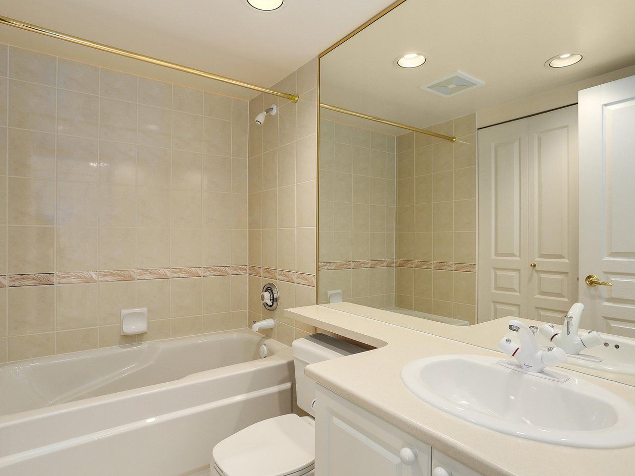 """Photo 13: Photos: 1704 5775 HAMPTON Place in Vancouver: University VW Condo for sale in """"CHATHAM"""" (Vancouver West)  : MLS®# R2196974"""