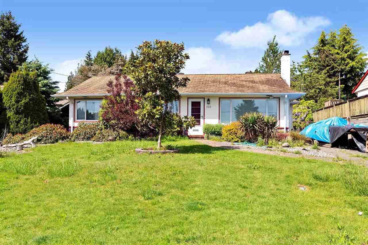 Main Photo: 709 QUADLING Avenue in Coquitlam: Coquitlam West House for sale : MLS®# R2577078